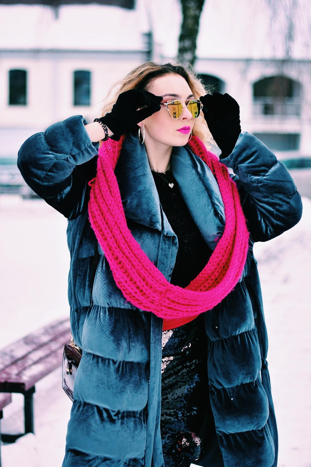 mergina su akiniais ziema