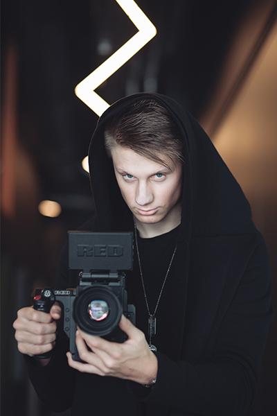 Kaip hobis virto darbu vaikinas su kamera